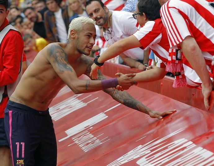 BLOG: Neymar presenteia jovem torcedor do Sporting Gijón com camisa de jogo