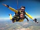 Angela Sousa salta de paraquedas e incentiva: 'Não precisa ter medo'
