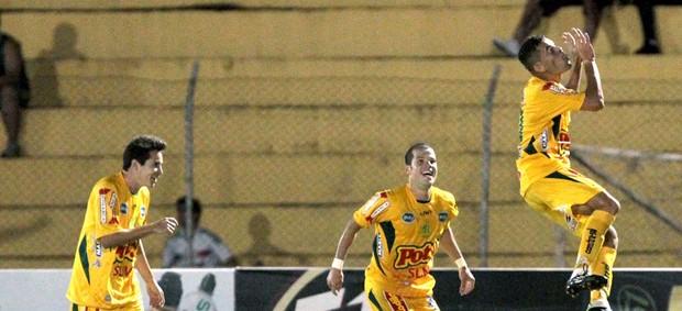 Mirassol comemoração jogo Palmeiras (Foto: Célio Messias / Ag. estado)