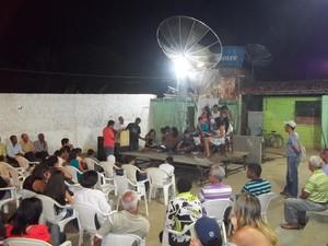 Durante a noite os jovens fizeram uma apresentação contando um pouco da história de Lajinha (Foto: Diego Souza)