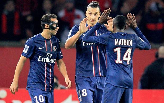 Nenê comemora gol do PSG com Ibrahimovic contra o Troyes (Foto: Reuters)