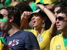 Bruna Marquezine sofre no estádio durante partida do Brasil