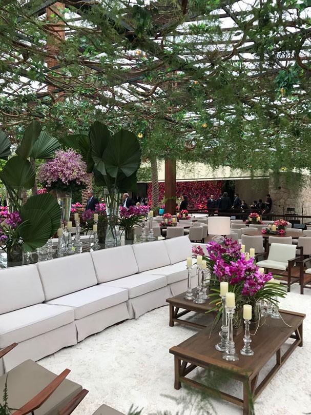 Ambiente aconchegante na decoração do casamento de Marina Ruy Barbosa e Xande Negrão (Foto: Glamour)