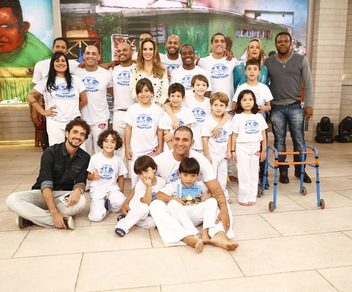 Mais convidados com os apresentadores  (Foto: Fábio Rocha/Gshow)