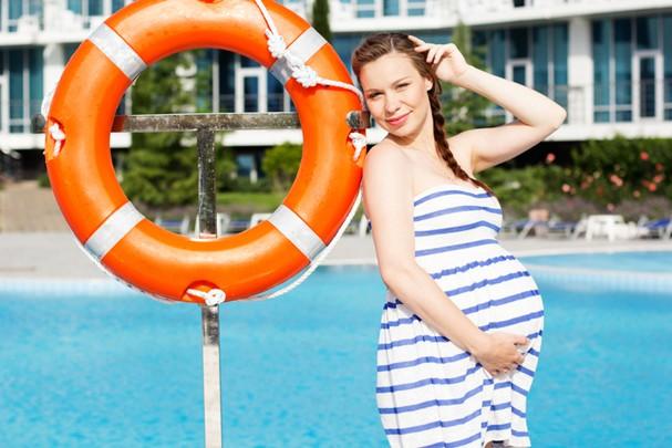 Gravidez no verão pede cuidados especiais  (Foto: ThinkStock)