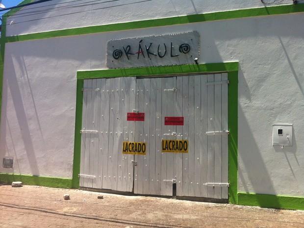 Casa de show em Maceió é lacrada por estar com a documentação vencida (Foto: Natália Souza/G1)