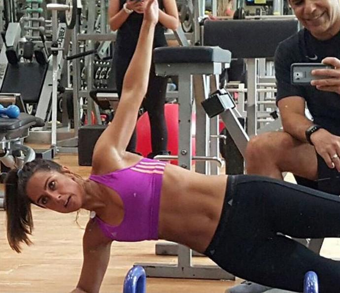 Carol mostra sua rotina de exercícios (Foto: Arqueivo Pessoal)