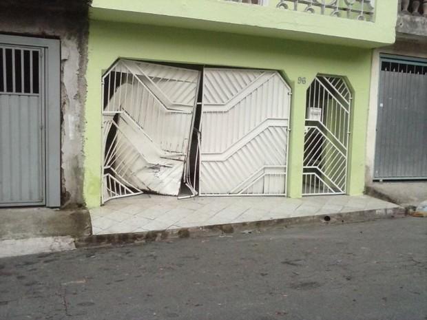 Mulher suspeita de embriaguez atropela seis em Ferraz. (Foto: Mirielly de Castro/TV Diário)