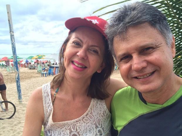 Kaddja Monteraso, 49 anos, veio para a praia com o marido Henrique Monteraso, 59, funcionário público. Ela contou que só acompanhava o desfile de 7 de setembro quando era pequena com os pais (Foto: Thays Estarque/ G1)