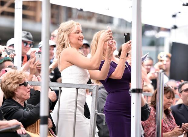 Kate Hudson assiste homenagem à sua mãe, Goldie (Foto: Getty Images)