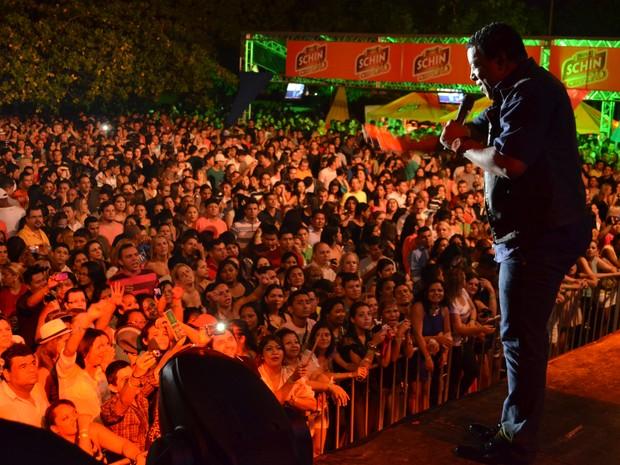 Luiz Carlos recebe o carinho dos fãs de Roraima (Foto: Rodrigo Menaros / G1 RR)