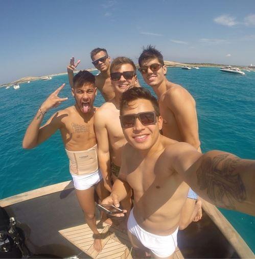 Neymar com amigos (Foto: Reprodução/ Instagram)