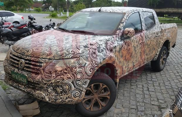 Carros da Fiat e Chrysler são flagrados em teste no Brasil (Foto: Claudio Matheus/Autoesporte)
