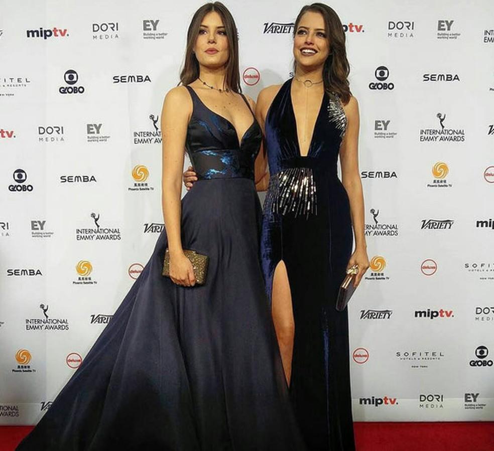 Camila Queiroz e Agatha Moreira (Foto: Emmy Internacional)