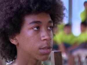 Adolescente lamenta perda dos instrumentos (Foto: Reprodução/RBS TV)