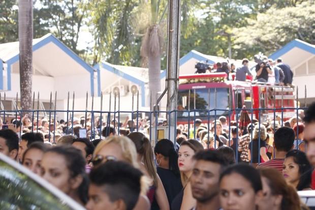 Enterro de Cristiano Araújo (Foto: Evandro José / EGO)
