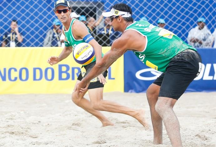 Ricardo e Emanuel venceram sua primeira partida no evento-teste (Foto: Divulgação/FIVB)