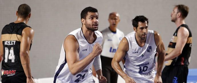 Pivô Wesley analisa melhora do time nos rebotes  (Foto: Orlando Bento / Minas Tênis Clube)