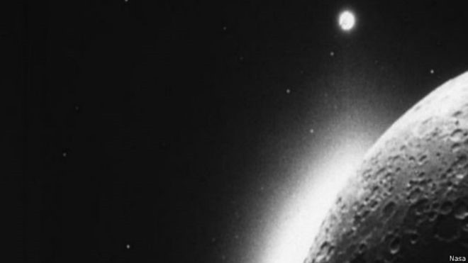 A poeira lunar foi analisada pela sona LADEE (Foto: Nasa/BBC)