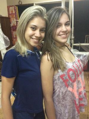 Bruna Jasmim e Beatriz Zancanaro: versão gay do casal principal (Foto: Paola Fajonni/G1)