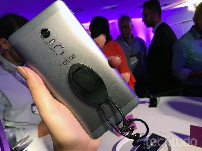 Neffos X1 Max é o possui tela, processador e bateria mais potentes (Foto: Anna Kellen Bull/ TechTudo)