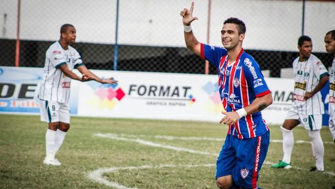 Laio faz dois na vitória do Itabaiana (Foto: Eldon Santana)