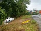 Motorista morre após picape capotar e cair dentro de rio em Caracaraí, em RR