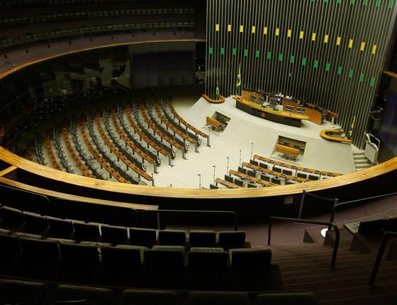 Visão do plenário da Câmara, vazio. A saída da crise deve ser providenciada pelos políticos (Foto: DIDA SAMPAIO/ESTADÃO CONTEÚDO.)