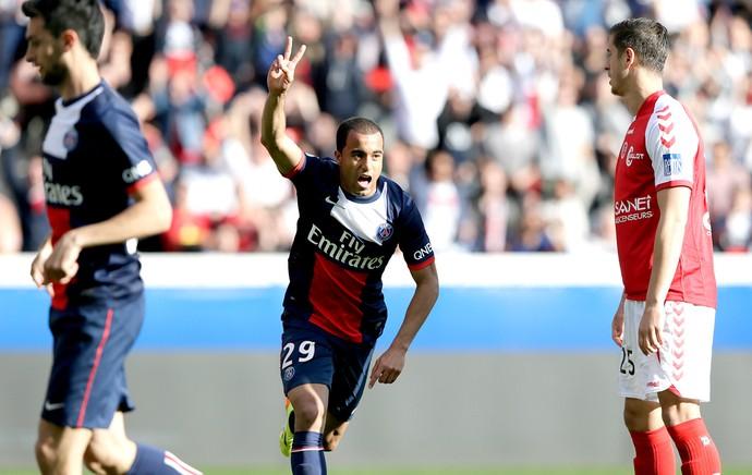 Lucas comemoração gol no jogo entre PSG e  Reims (Foto: AFP)