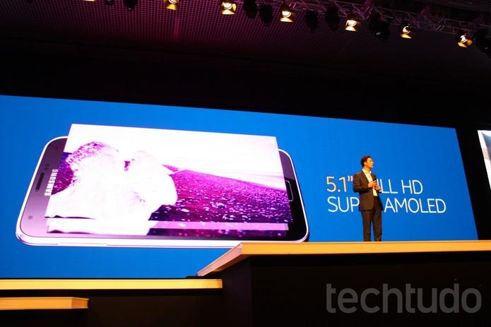 Galaxy S5 apresenta tela de 5.1 Super Amoled (Foto: Allan Melo / TechTudo)