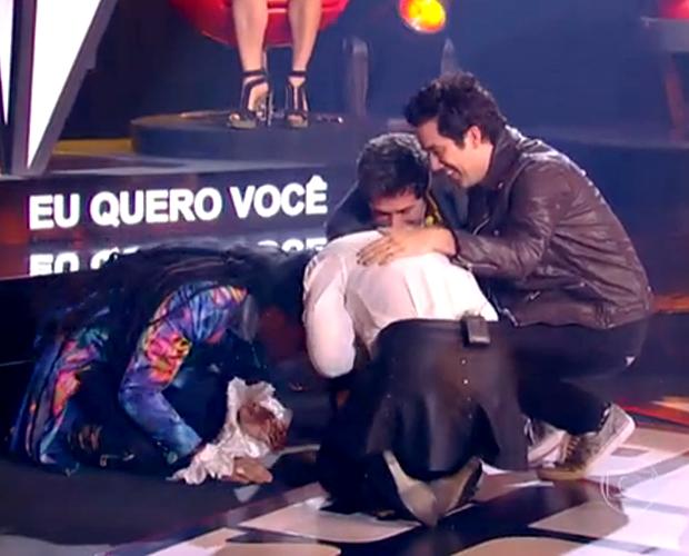 Kynnie Willians chora ao ser salva por Daniel nas Batalhas (Foto: The Voice Brasil / Tv Globo)