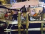 Jennifer Lopez e A-Rod trocam carinhos em barco nas Bahamas