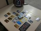 Jovem é preso por estelionato e diz à polícia ter 'achado' 23 cartões na BA