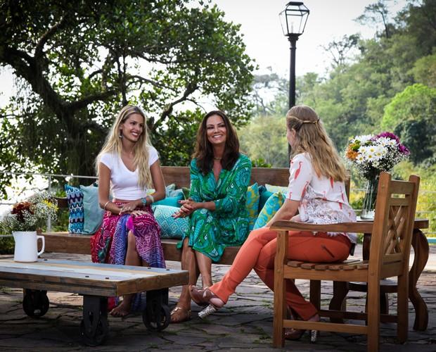 Antes de cozinhar, as duas conversam com Angélica (Foto: TV Globo/ Camila Camacho)