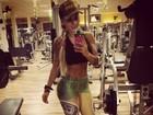 Ex-BBB Vanessa usa calça em homenagem ao Brasil para malhar