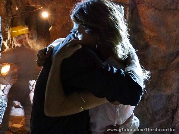 Ester tenta convecer Cassiano a perdoar seu inimigo (Foto: Flor do Caribe / TV Globo)