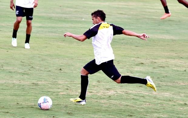 Eusébio volta a atuar na lateral-esquerda contra o Icasa (Foto: Divulgação / CearáSC.com)