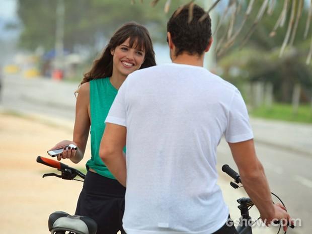 Sacha Bali e Agatha Moreira rodam cenas no calçadão (Foto: Pedro Curi/ TV Globo)