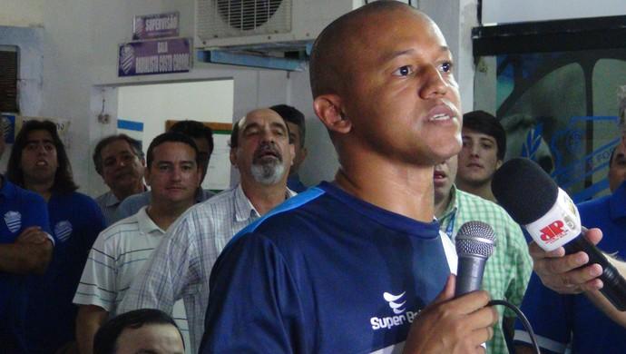 Reinaldo Alagoano, atacante do CSA (Foto: Paulo Victor Malta/GloboEsporte.com)