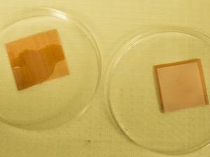 Cientistas testeram mais de 100 líquidos e somente dois deles molharam as telas e tecido (Foto: Divulgação/University of Michigan )