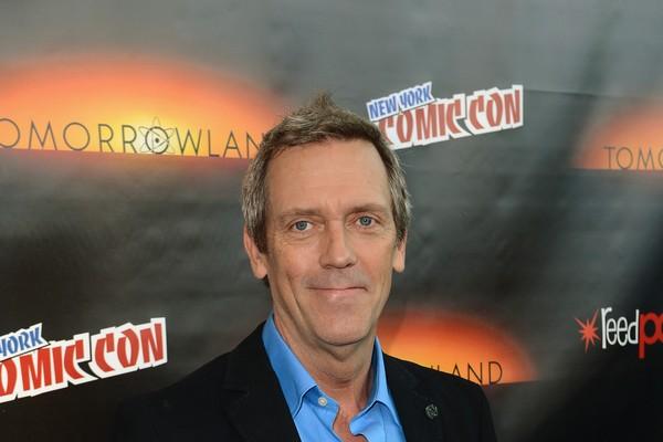 Além de ter interpretado o protagonista da série 'House', Hugh Laurie canta e toca diversos instrumentos, o que foi motivo para ser chamado para fazer parte da 'Band from TV', uma banda que tem como objetivo a arrecadação de dinheiro (Foto: Getty Images)