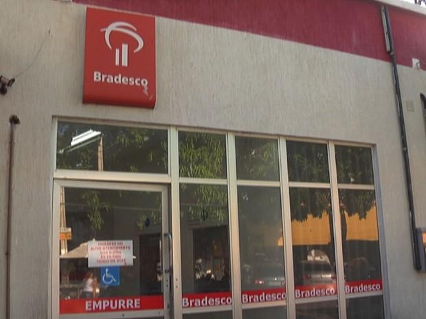 Agência bancária foi assaltada em Aquiraz, na Região Metropolitana de Fortaleza (Foto: Reprodução/ TV Verdes Mares)
