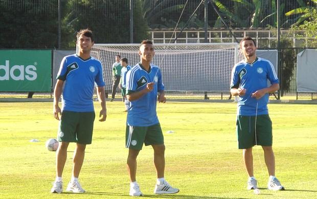 Charles, Wesley, Vinicius e Juninho empinando pipa no treino do Palmeiras (Foto: Marcelo Hazan)