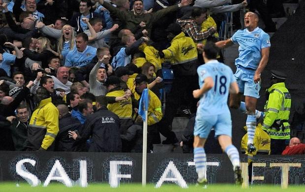 Vincent Kompany gol Manchester City (Foto: Reuters)