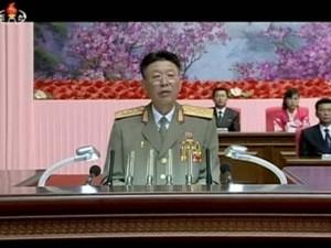 Ri Yong Gil, chefe do Estado-Maior da Coreia do Norte, aparece em imagem de arquivo fazendo discurso em Pyongyang (Foto: REUTERS/KRT )