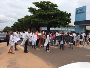 Manifesto também pede melhorias na estrutura da universidade (Foto: Jampierre Martins/TV Tapajós)