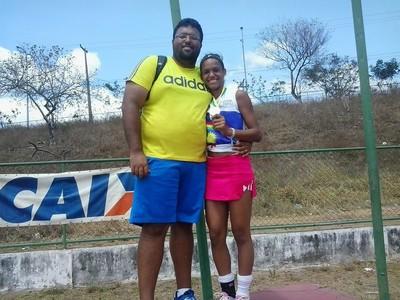 Herton e Janaína comemoram mais uma consquista da atleta de 16 anos (Foto: Herton  Diniz / Arquivo pessoal)