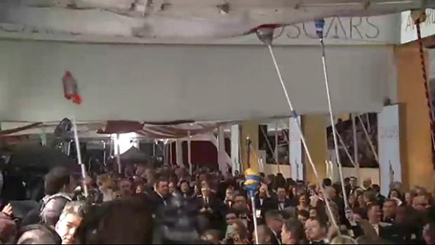 Inundao no red carpet do Oscar. (Foto: Reproduo / AP)