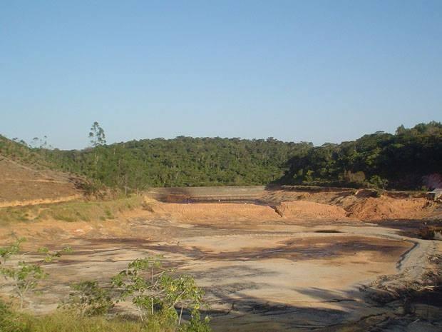 Acidente Cataguases 2ª foto - barragens esvaziadas 05.08.2010 (Foto: Cataguases de Papel/Arquivo Pessoal)