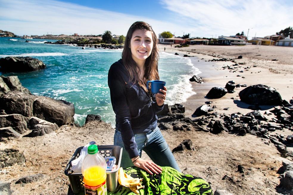 Raquel faz um lanchinho no Chile (Foto: Divulgação)